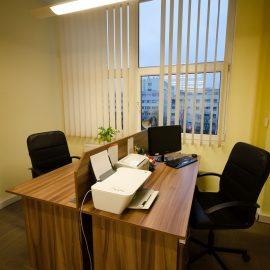 Miejsca pracy w sali coworkingowej