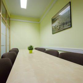 Stół w salce konferencyjnej 1
