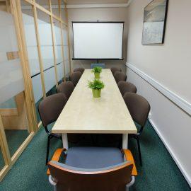 Stół w salce konferencyjnej